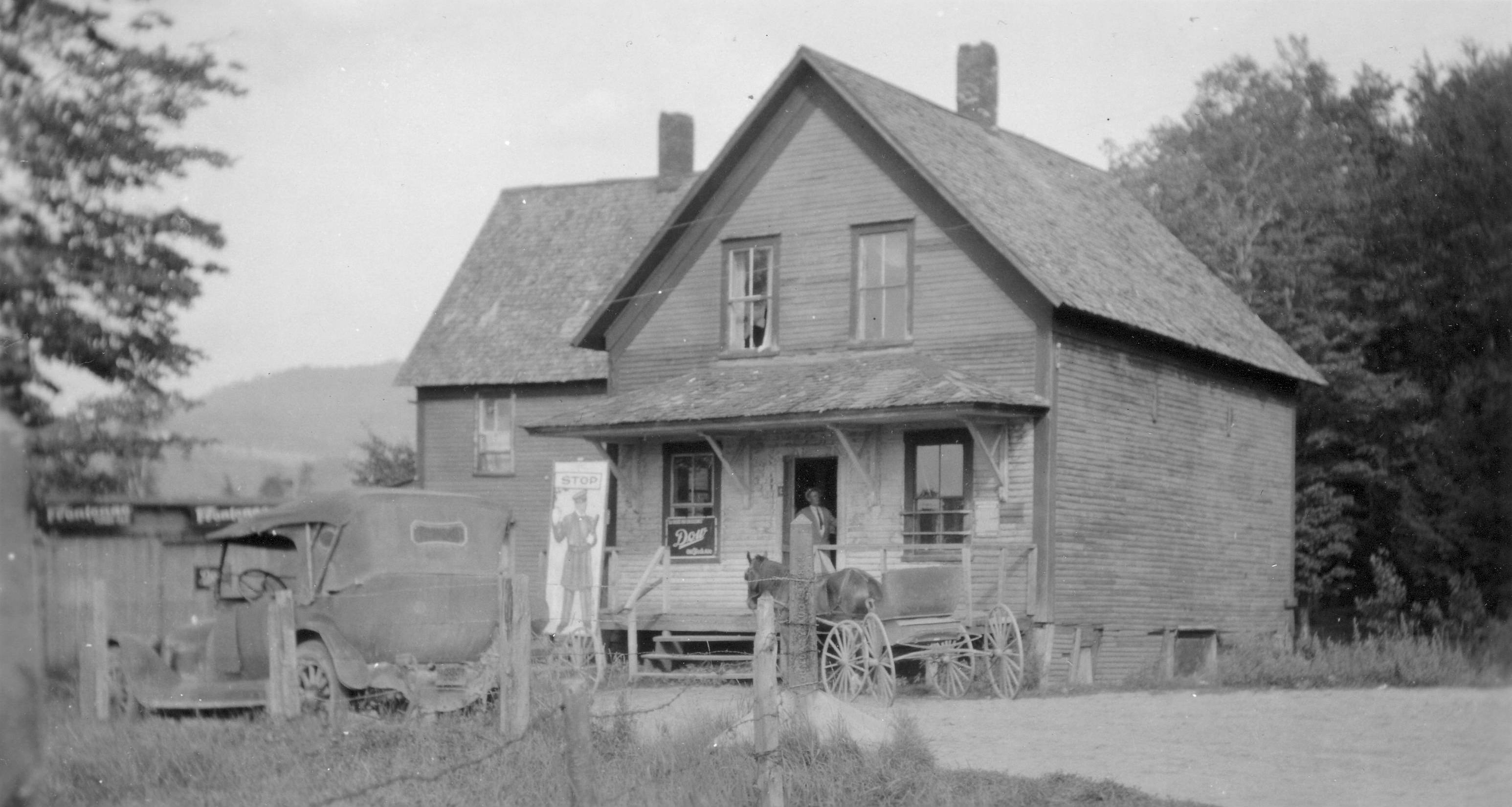 photo of Labont's Line house with a car and horse drawn buggy in front