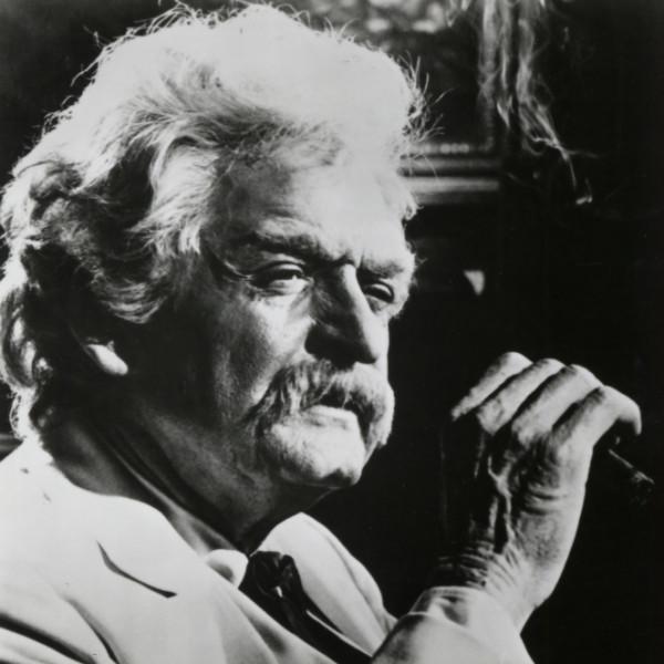 Holbrook as Twain holding a cigar